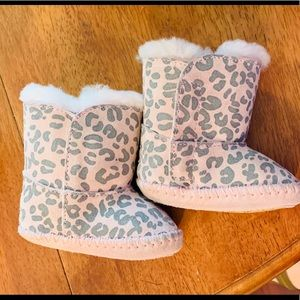 EUC pink and leopard print Uggs